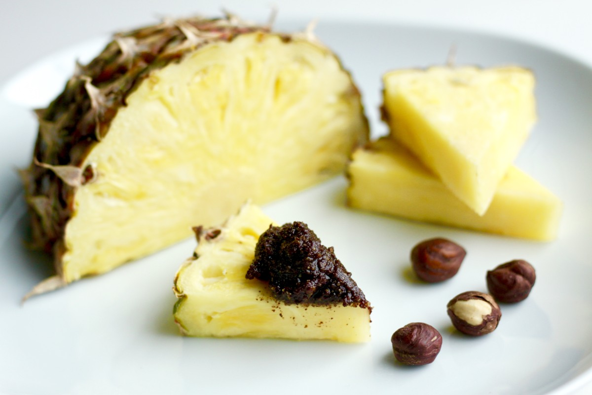 Hasselpähkinätahna ja tuore ananas