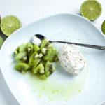 limemarinoidut kiivit ja vaniljavaahto