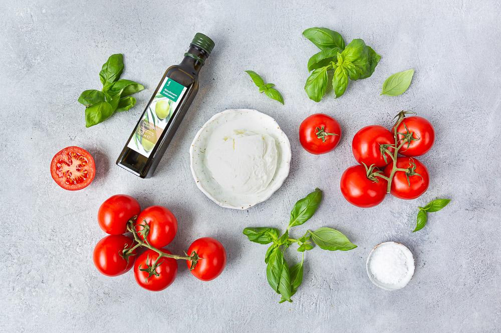 Caprese eli tomaatti-mozzarellasalaatti