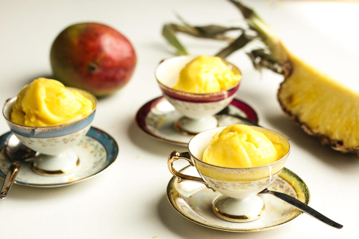 Mango-ananas-jäädyke