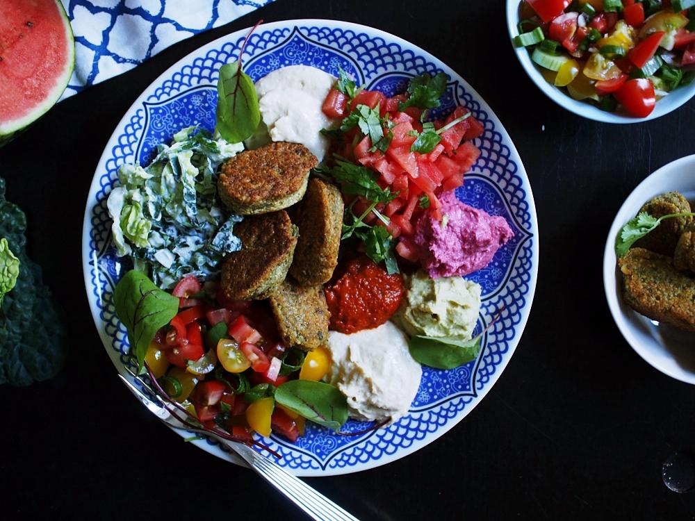 Väriä ruokapöytään – Kesäinen meze-lautanen