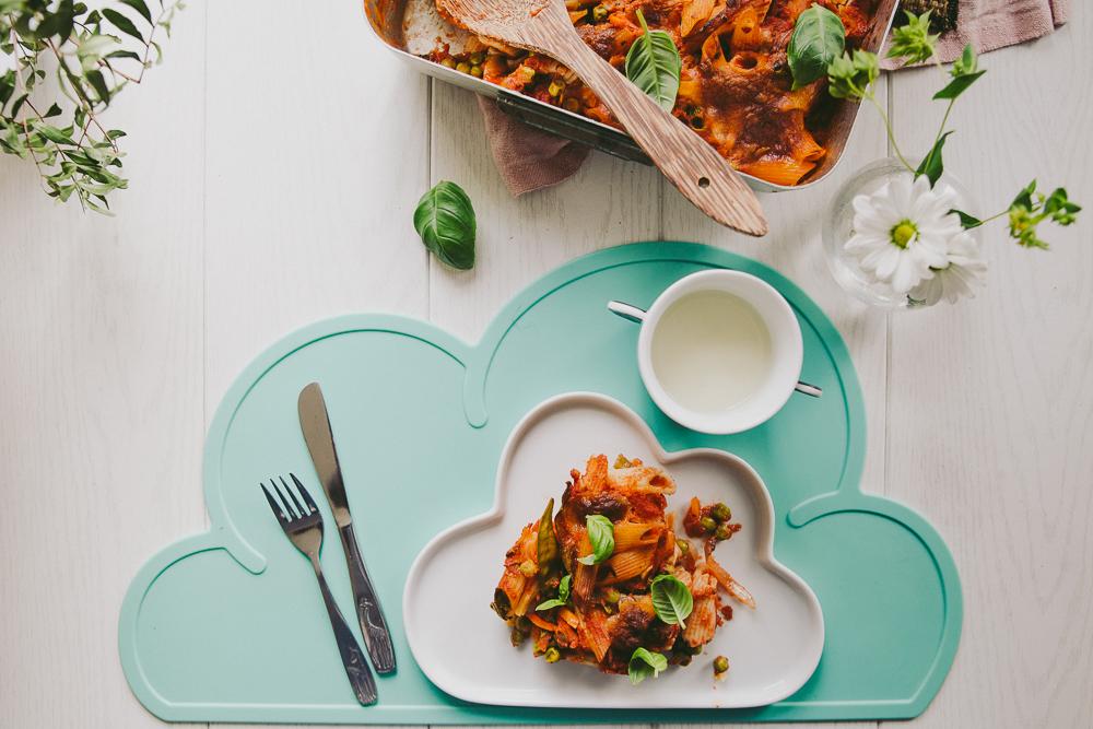 Muksujen kanssa keittiössä: kasvispastavuoka